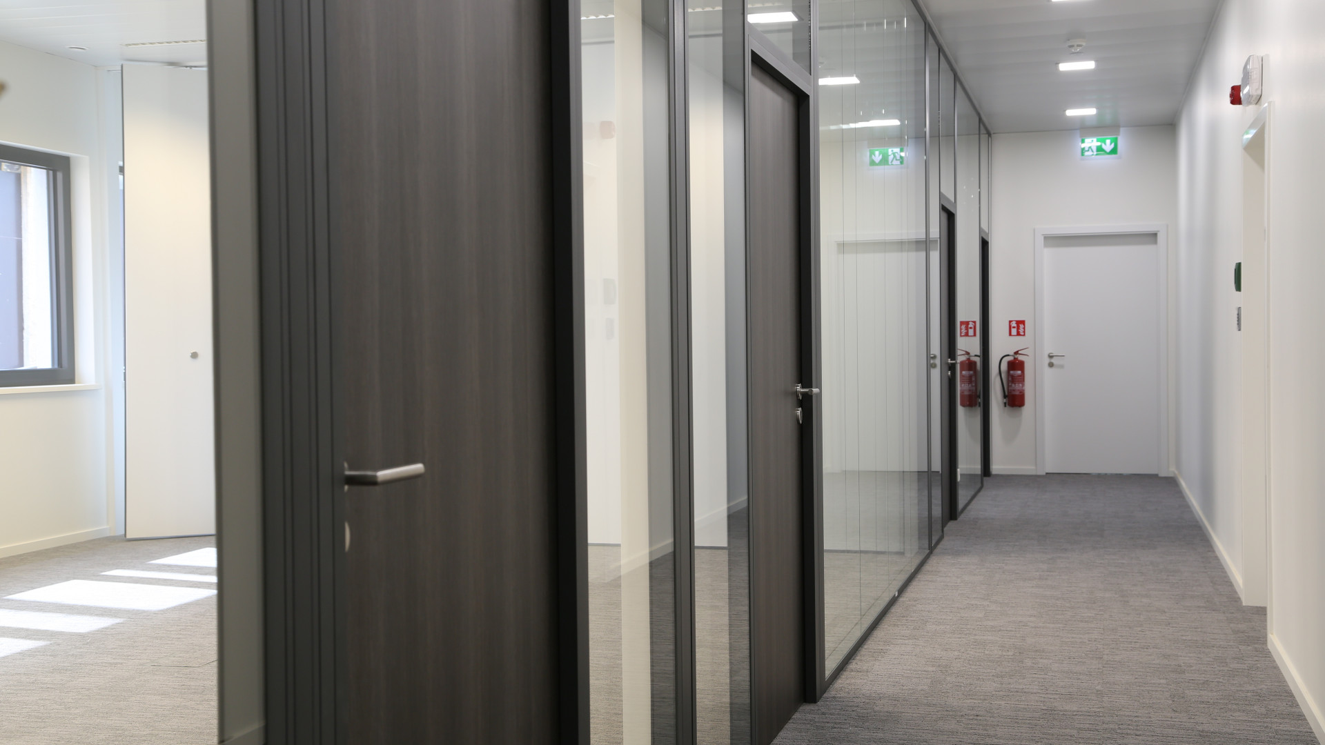 https://www.bamolux.lu/media/cover_large/417-8-porte-interieure-bureau-menuiserie-interieure-realisation-bamolux-showroom-luxembourg-howald-foetz.jpeg